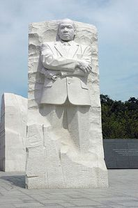 aa250px-MLK_Memorial_NPS_photo